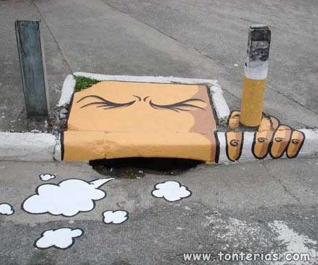 ¡Una alcantarilla fumando!