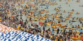 Si piensas que tu playa está masificada...