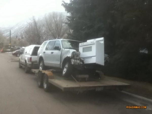 Típico choque de un coche con una cocina