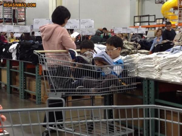 Los asiáticos comprando también son diferentes