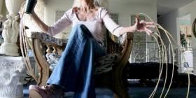 Lee Redmond, la mujer con las uñas más largas del mundo