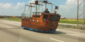 Un barco en plena autopista