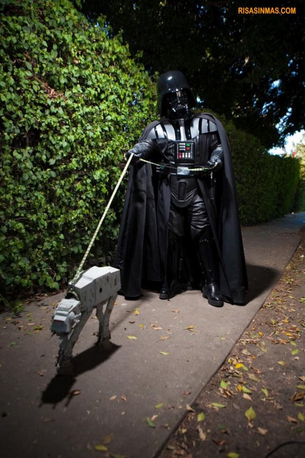 Darth Vader paseando a su