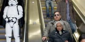 Darth Vader y sus tropas en el metro