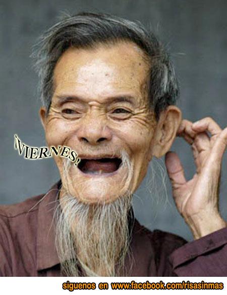 Anciano chino contento