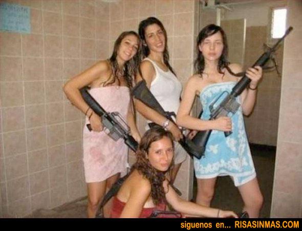Típica foto de amigas en el baño
