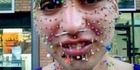 La cara con más piercings del mundo