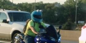Monstruo de las galletas en moto