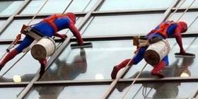 Spiderman y su hermano de limpiacristales