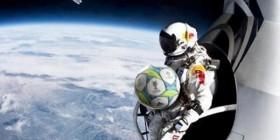 Felix Baumgartner consigue recuperar el balón de Sergio Ramos