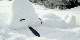 Snoopy gigante de nieve