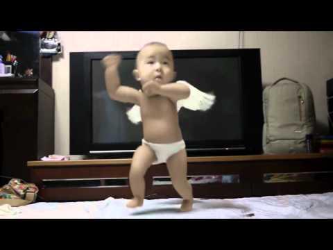 Bebé bailando Gangnam Style