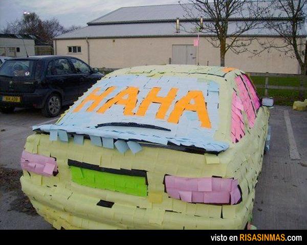 La broma de los Post-It en el coche