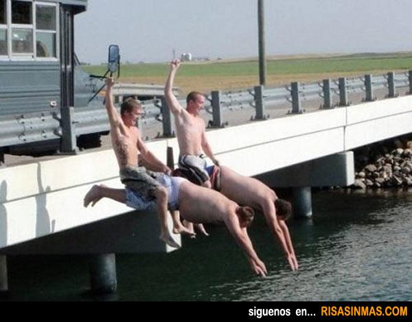 Salto al agua estilo cowboy