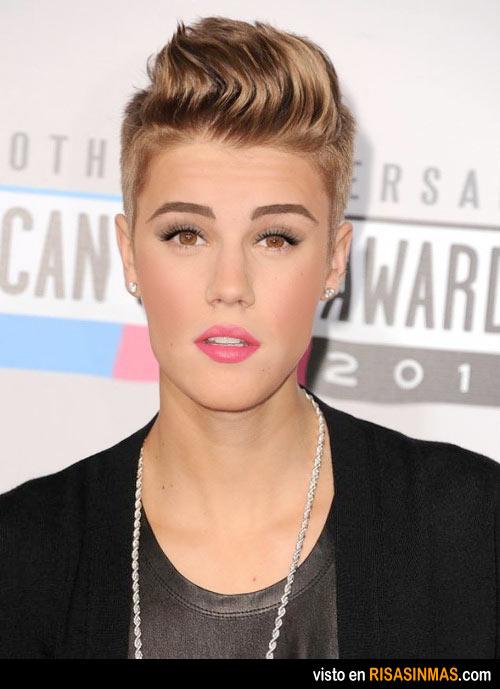 Confirmado: Justin Bieber se maquilla un poco