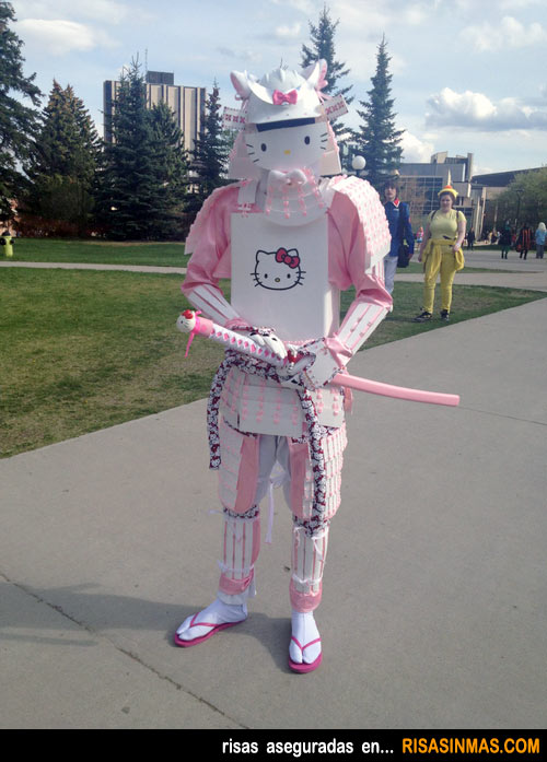 Disfraces horrorosos: Samurái Hello Kitty