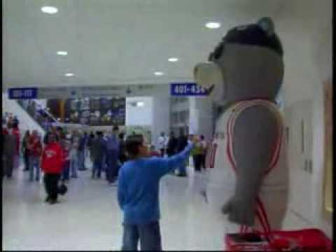 Los sustos de la mascota de los Houston Rockets