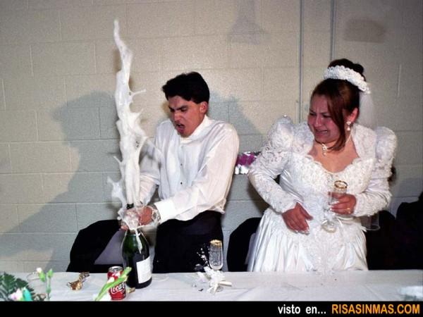 Fotos de boda: Cómo abrir una botella de champán