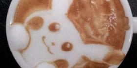 Pikachu en la taza de café