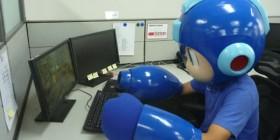 Rockman intentando jugar a su videojuego