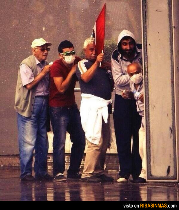 Manifestantes turcos extremadamente peligrosos