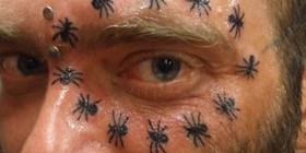 ¿Tatuajes de arañas? Sí, porqué no