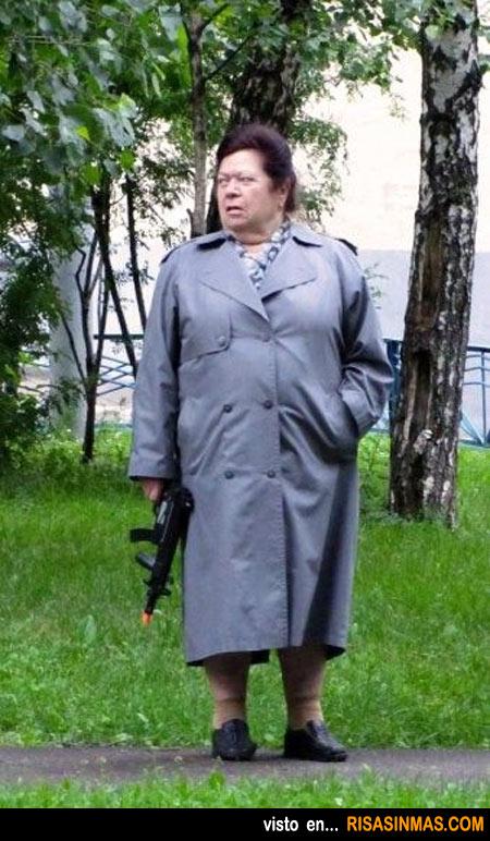 Una abuela cualquiera en un parque de Rusia