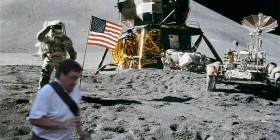 El arruina fotos también pisó la Luna