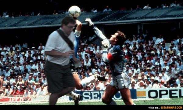 Lo que no vimos en el famoso gol de Maradona a Inglaterra