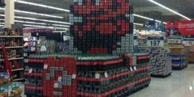 Mario Bros hecho con latas de refrescos