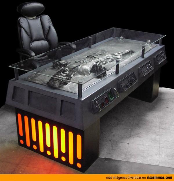 Mesa de escritorio: Han Solo congelado en Carbonita