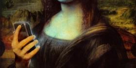 Versiones divertidas de La Mona Lisa: Con su móvil