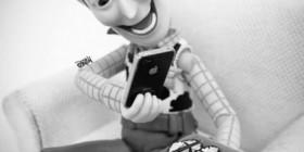 Woody haciendo fotos para el Facebook