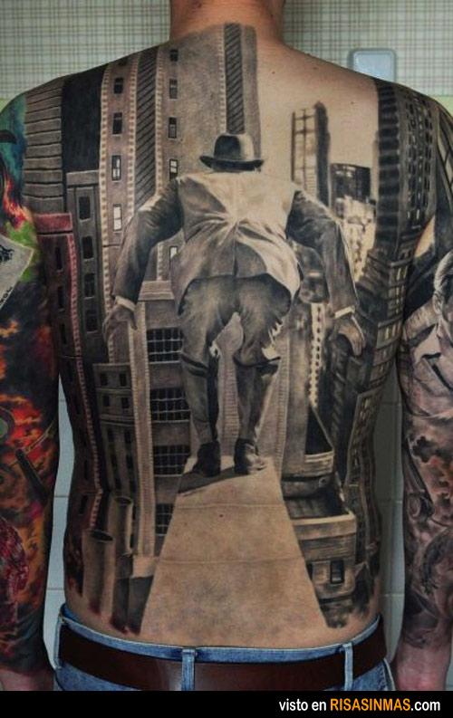 Tatuaje original e inquietante