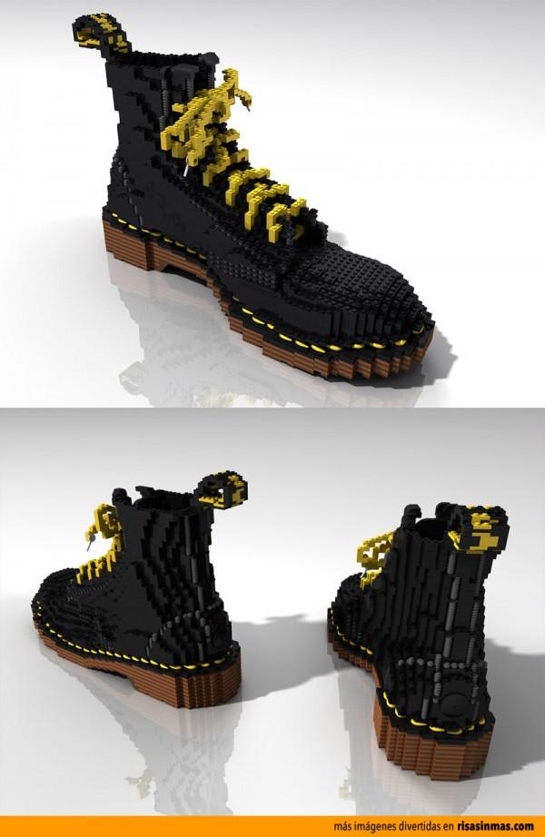 Botas hechas con LEGO