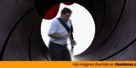 El arruina fotos estropeando la cabecera de James Bond 007