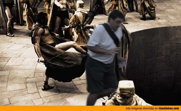 El arruina fotos expulsado de Esparta