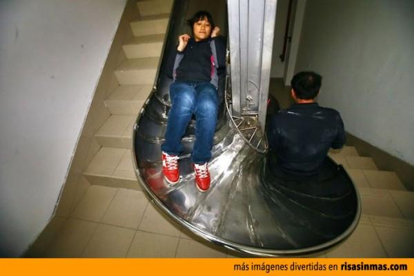 Escaleras con tobogán