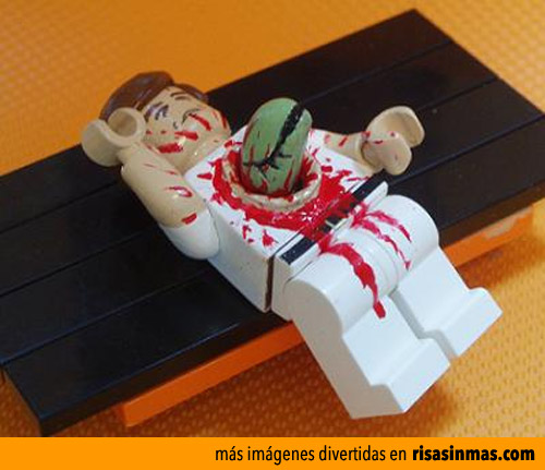 Famosa escena de Alien 8 hecha con LEGO