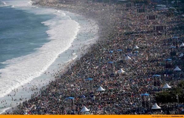 ¿Hay gente a la playa a la que vas?