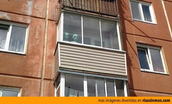 Están aquí, nos observan