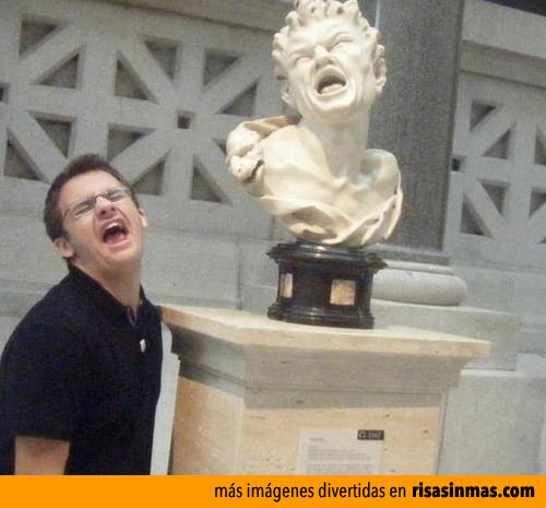 Imitando a una estatua