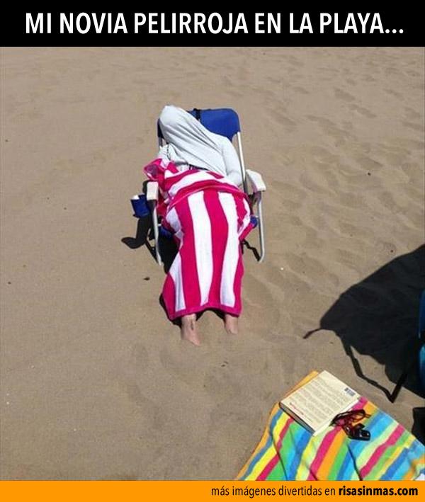 Mi novia pelirroja en la playa
