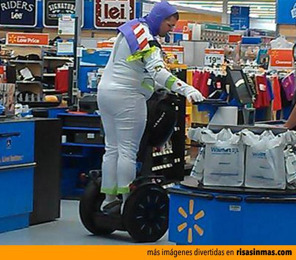 Buzz Lightyear en el supermercado
