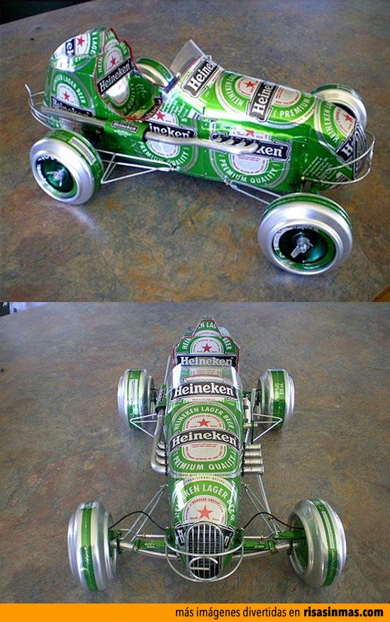 Coche hecho con latas de cerveza Heineken