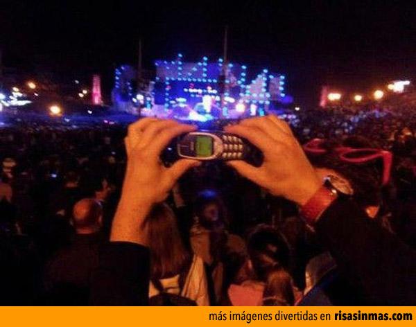 Con mi Nokia 3310 en un concierto