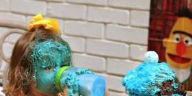 Cupcake gigante de Triky + una niña