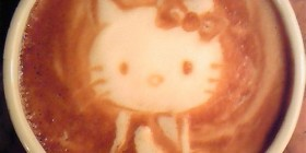 Hello Kitty en el café