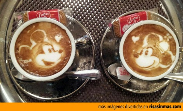 Mickey y Minnie Mouse hechos con café