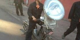 Motocicleta con faro tamaño XXL